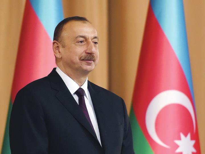 Президент Ильхам Алиев поздравил азербайджанцев мира с Днем солидарности