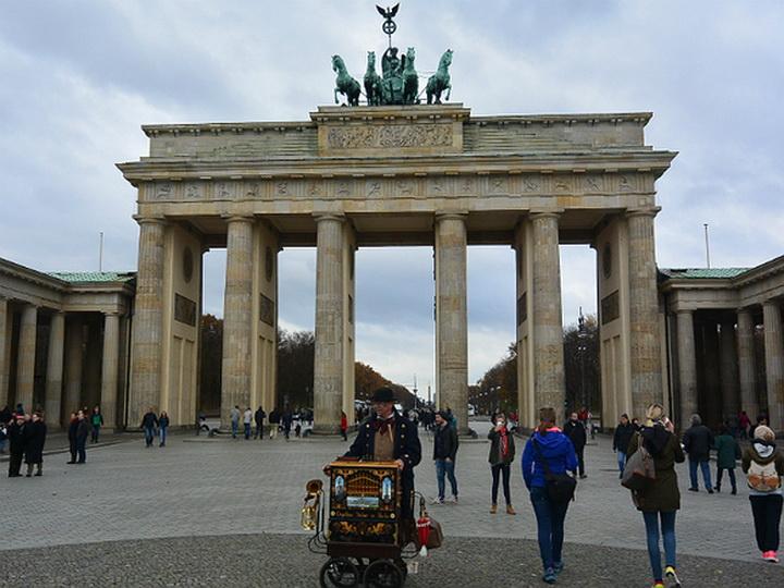 Власти Берлина придумали, как защитить женщин в новогоднюю ночь от домогательств мигрантов