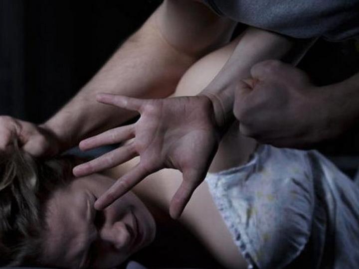 В России мужчина изнасиловал горничную после того, как она сделала уборку