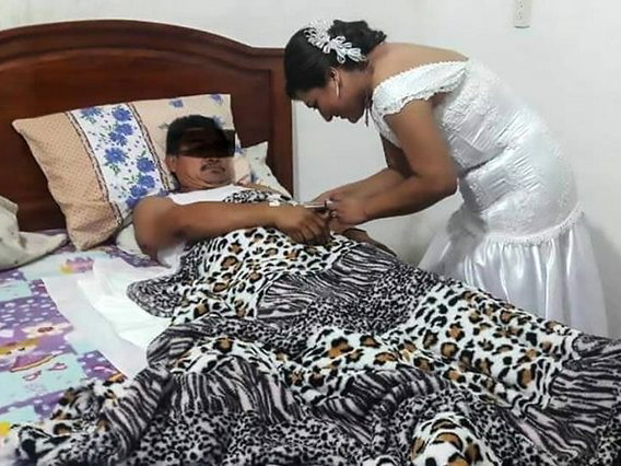Медсестра сбежала с собственной свадьбы, чтобы сделать укол пациенту — ФОТО
