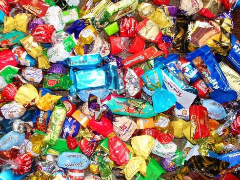 Армянские пинкертоны с лупой в руках ищут в Ереване азербайджанские конфеты