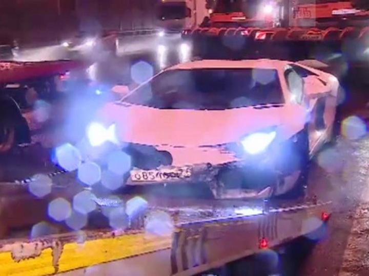 Девушка за рулем Lamborghini врезалась в грузовик и опрокинула его - ФОТО - ВИДЕО
