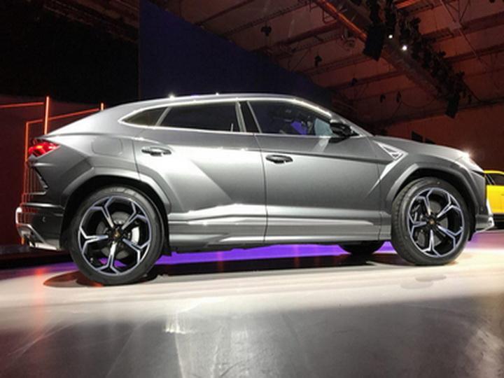 Lamborghini показал самый быстрый в мире внедорожник — ВИДЕО