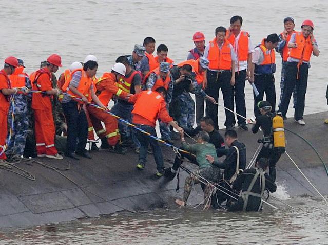 После столкновения судов у берегов Китая пропали десятки человек