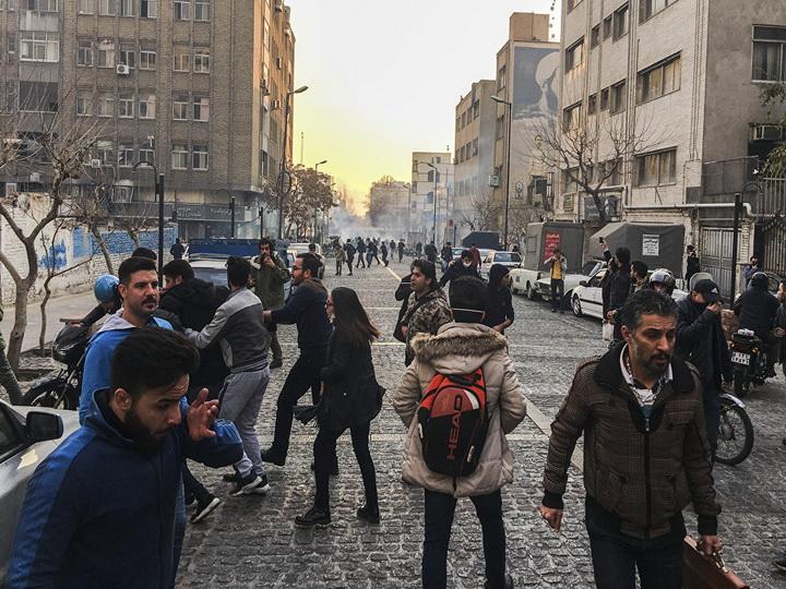 Около 42 тысяч человек приняли участие в протестах в Иране