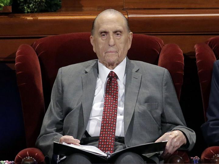 В США умер глава мормонов Томас Монсон