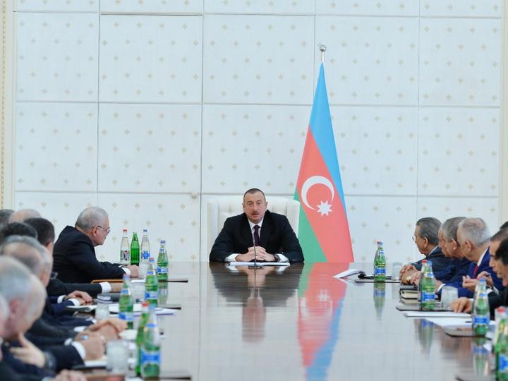 Президент Ильхам Алиев: В отличие от Армении мы не ходим с протянутой рукой, никого не умоляем, не обращаемся за кредитами – ФОТО