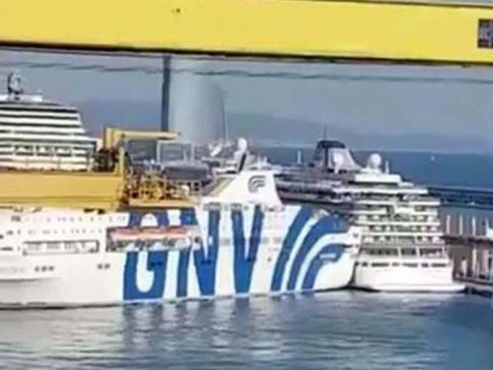 У берегов Барселоны столкнулись два судна – ВИДЕО