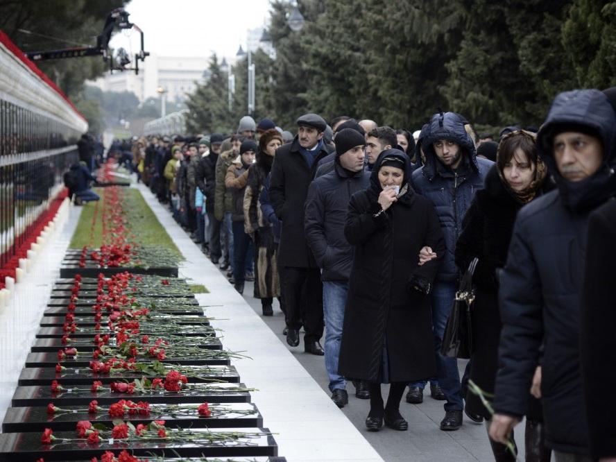 Азербайджанский народ чтит память героических сынов Родины – ФОТОРЕПОРТАЖ