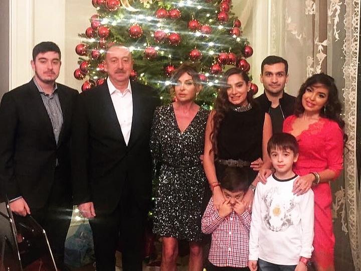 Лейла Алиева поделилась фотографиями празднования Нового Года в семейном кругу - ФОТО