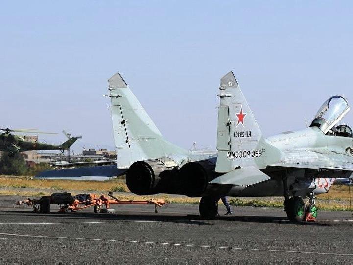 Российские летчики в Армении «уничтожили» ПВО противника