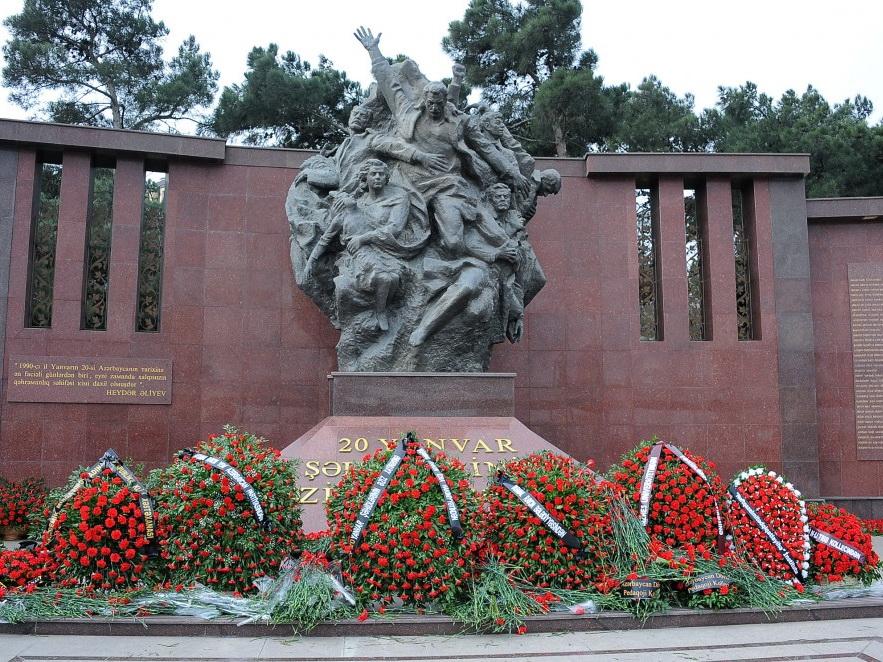 Память шехидов почтена на станции метро и площади «20 Января»