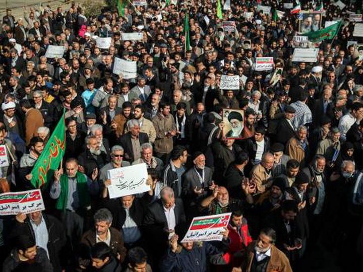 В Иране тысячи человек поддержали власти страны на демонстрациях