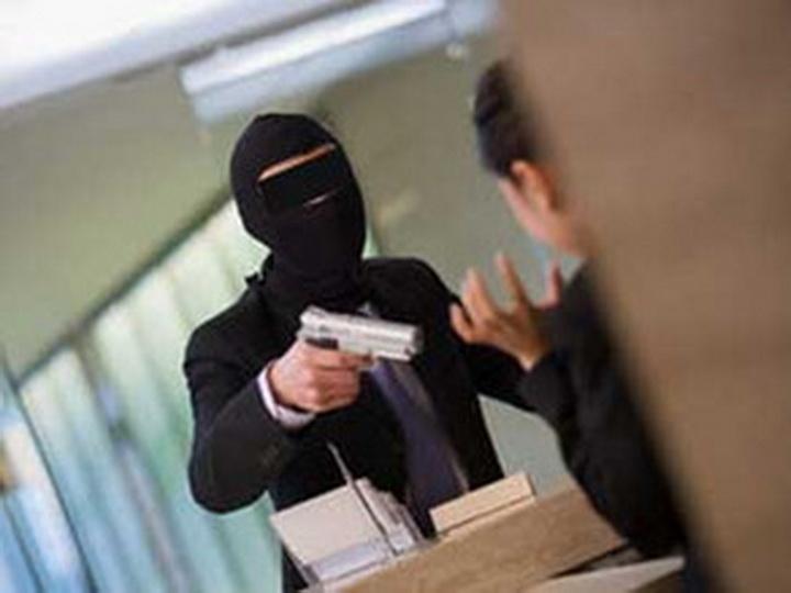 В Баку люди в масках ограбили квартиру