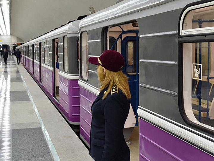 В Бакметрополитене поезд застрял в туннеле, пассажиры эвакуированы