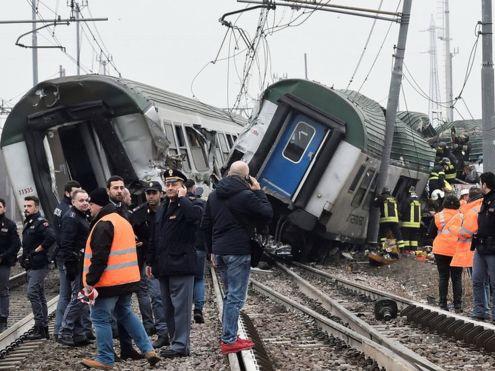 В Италии с рельсов сошел поезд, трое погибли - ФОТО