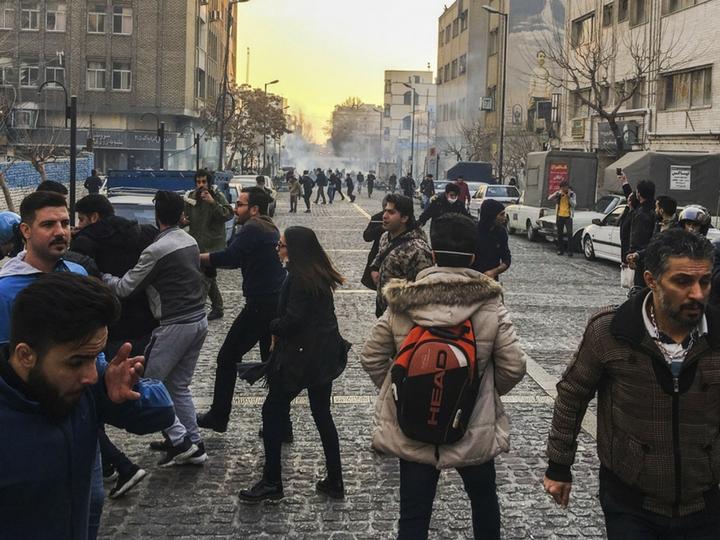 Число жертв протестов в Иране выросло до десяти человек