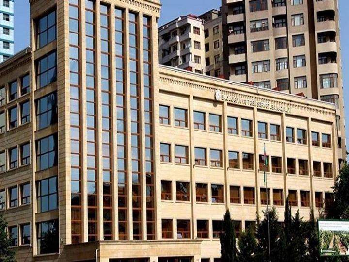 Полиция Баку разыскивает злоумышленников, отравлявших деревья, чтобы те погибли