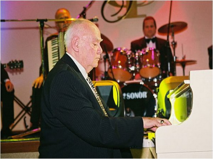 Пианист, превративший рояль в азербайджанский инструмент