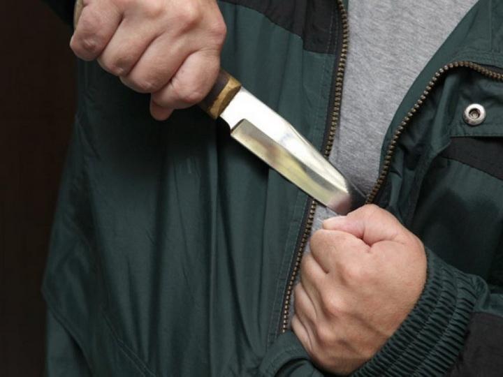 Житель Шемкира совершил самоубийство, нанеся себе ножевое ранение
