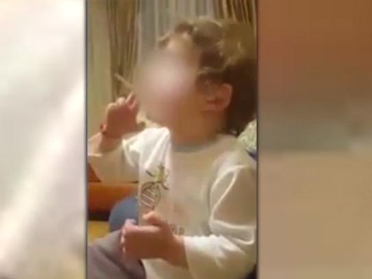 Это возмутельно: Прокуратура проверяет видео с курящим малышом - ВИДЕО