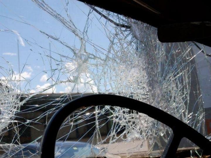 В Гяндже столкнулись легковой и грузовой автомобили, есть пострадавшие
