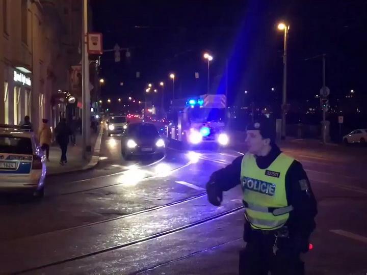 В центре Праги горит отель, сообщается о двух погибших и около 40 раненых – ВИДЕО