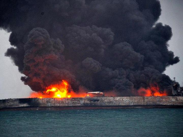 В Иране объявили национальный траур после гибели экипажа затонувшего танкера