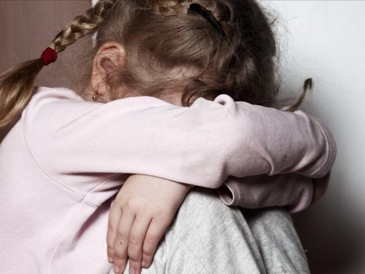 В России в больнице умерла 3-летняя девочка, которую избил и изнасиловал отчим