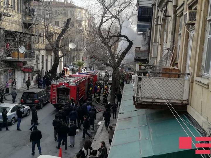МВД распространило информацию о пожаре в жилом здании в центре Баку - ФОТО - ОБНОВЛЕНО