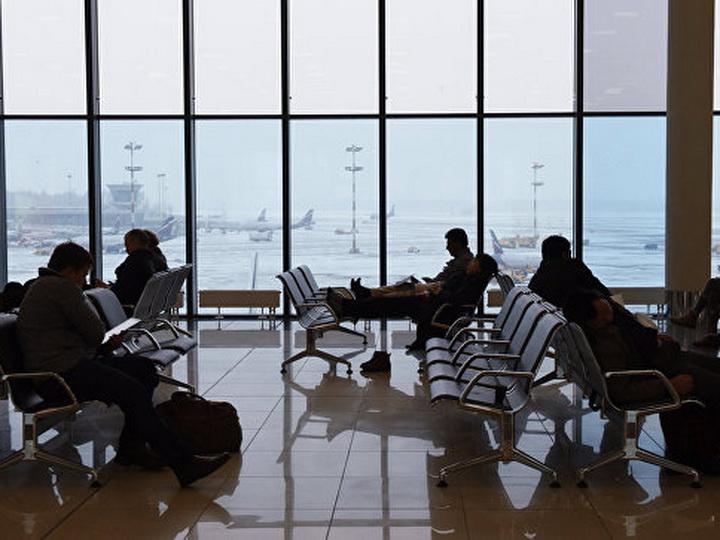 В московских аэропортах задержали более 70 рейсов