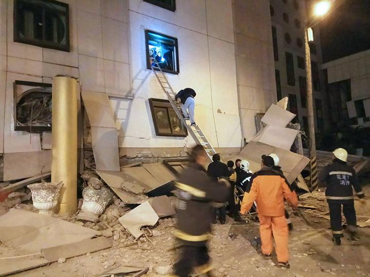 В результате землетрясения на Тайване пострадали 202 человека и двое погибли - ОБНОВЛЕНО