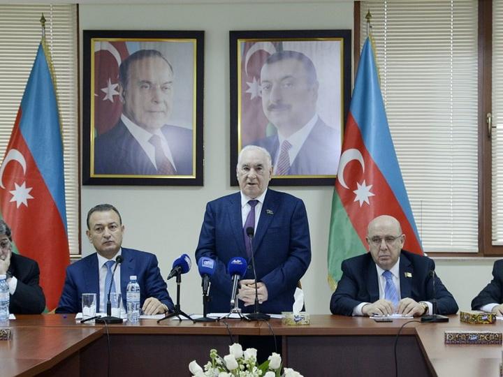 На заседании Совета аксакалов принято решение о поддержке кандидатуры Ильхама Алиева на президентских выборах - ФОТО