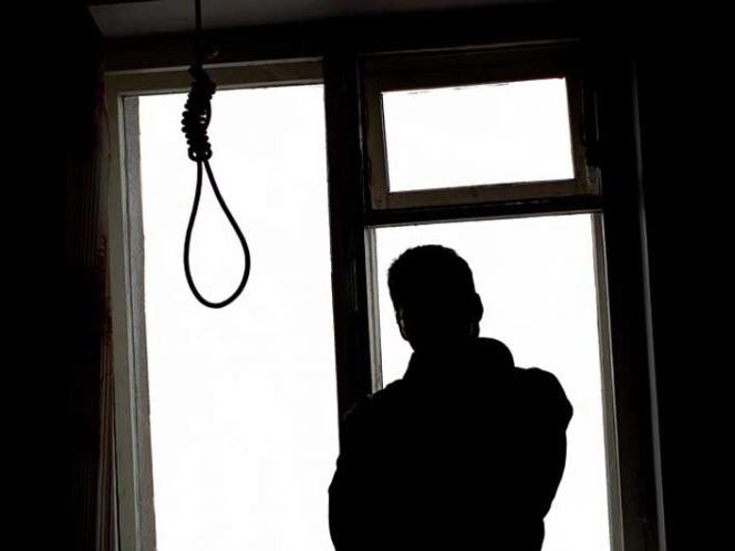 В Баку мужчина покончил с собой, не выдержав смерти матери