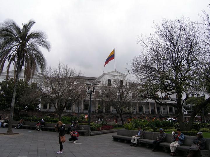 В Эквадоре референдум по отмене переизбрания президента проходит спокойно