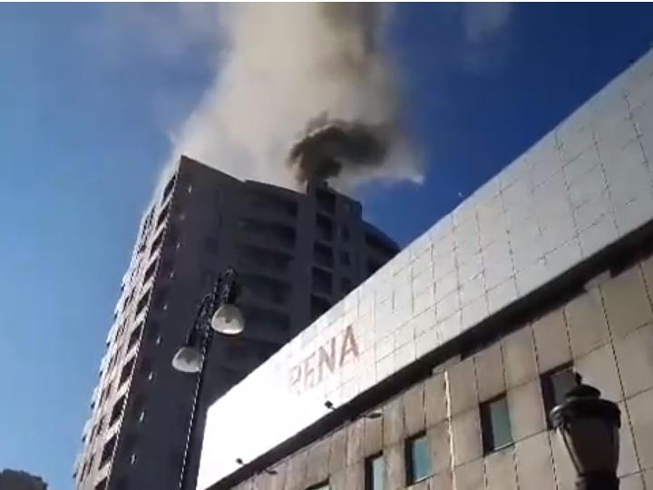 В Баку произошел пожар в новостройке – ВИДЕО