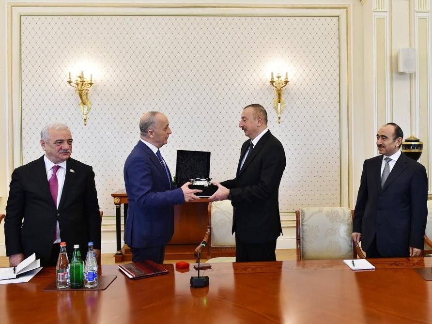 Президент Ильхам Алиев принял делегацию международных профсоюзов и профсоюзов зарубежных стран - ФОТО