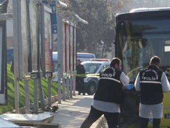 СМИ сообщили о погибших при наезде автобуса на остановку в Стамбуле – ФОТО