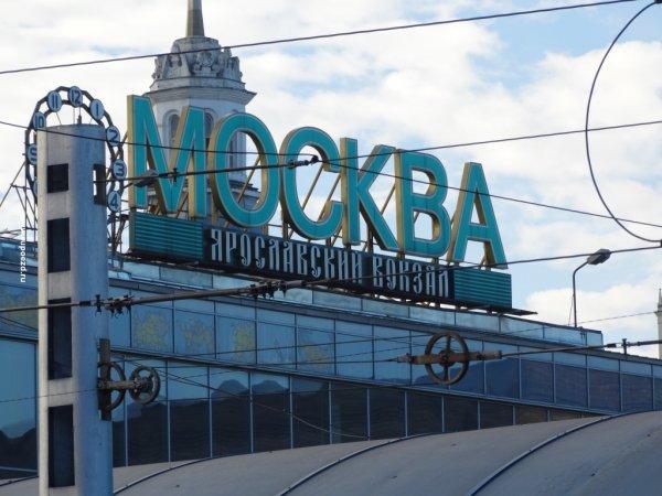 Губернатор Московской области накормил пассажиров электрички Москва – Александров