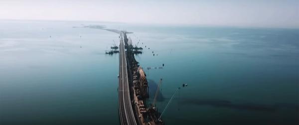 Потрясающее зрелище: Крымский мост сняли на камеру с высоты птичьего полета