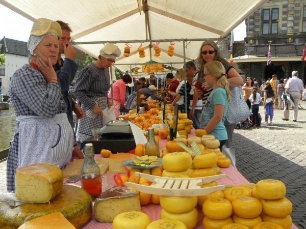 Роспотребнадзор ужесточил контроль за дешевым творогом и сыром