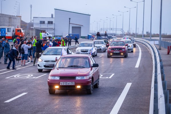 Жители Керчи вызывают такси ради проезда по Крымскому мосту