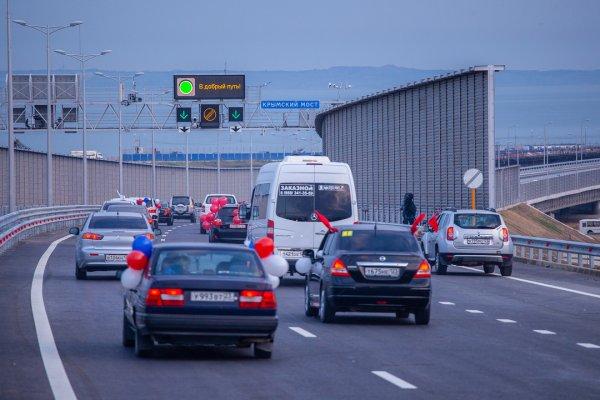 Рейсовые автобусы неофициально едут по Крымскому мосту