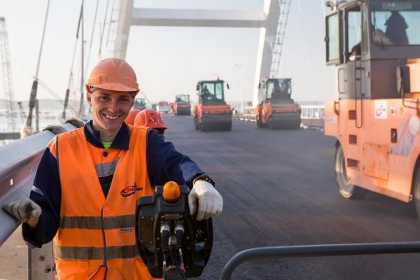 До сегодня Крымский мост официально не существовал