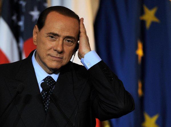 Берлускони получил 3 млн евро от скончавшейся секретарши