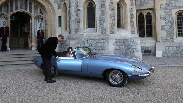 Свадебный Jaguar принца Гарри и Меган Маркл оценили в 0,000