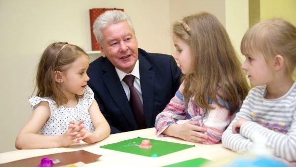 Собянин: В поселении Московский завершается строительство двух детских садов
