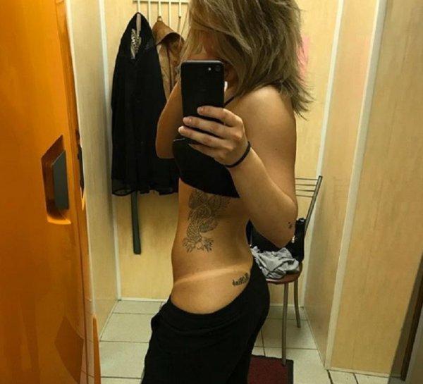 Татуировка девушки на интимном месте озадачила жителей Воронежа