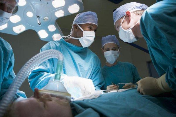 Хирурги из Тюмени вырезали у пациентки килограммовую щитовидку