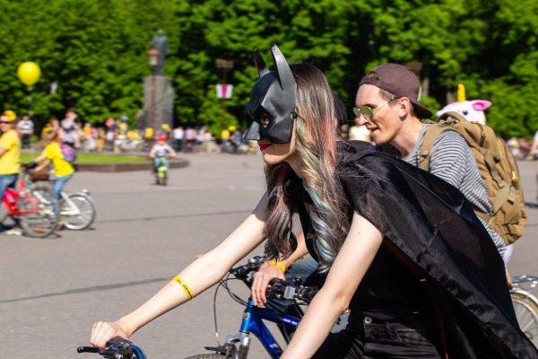 На большом велопараде заметили пиратов и зомби
